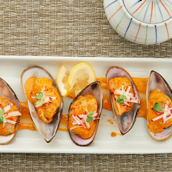 Baked Mussels with Sriracha Mayo