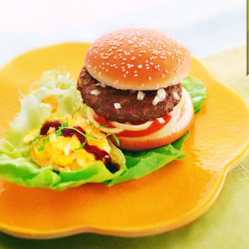 Recipe Beef Burger with Scrambled Egg