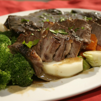 Recipe Oyster Flavored Roast Beef with Steamed Vegetables